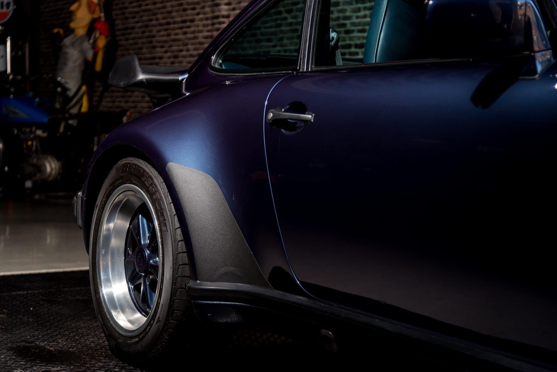 16 Porsche 930 Turbo -5