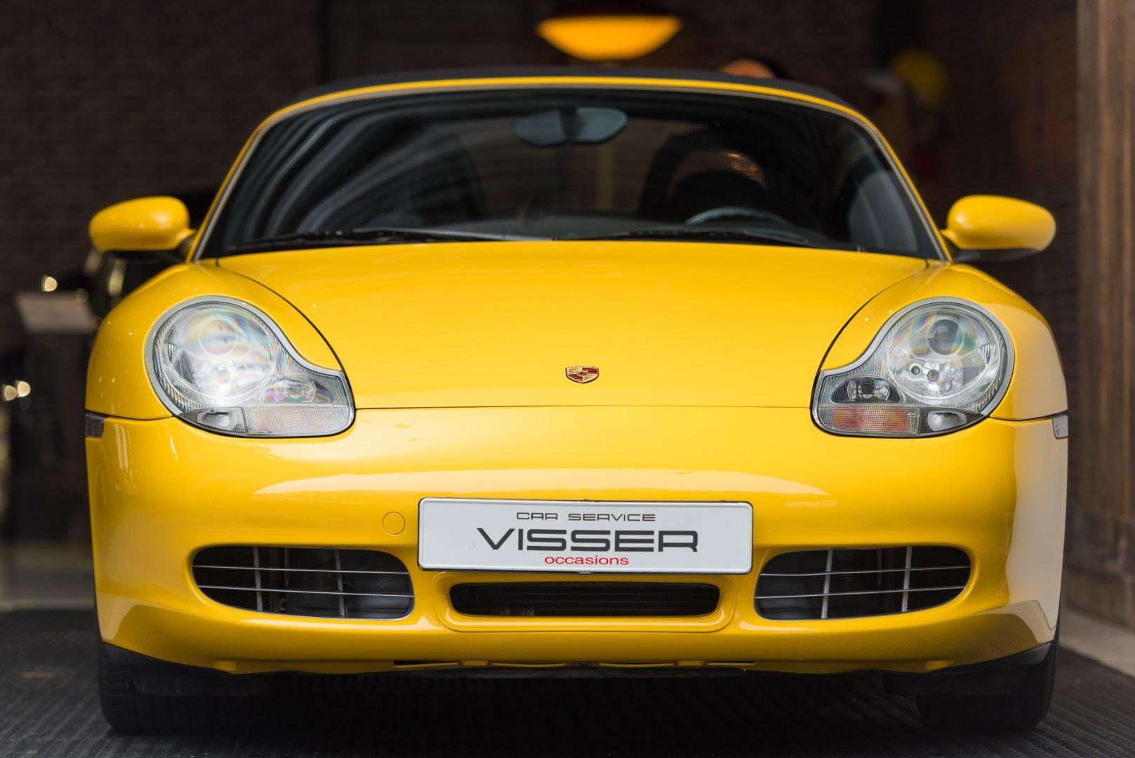 Porsche Boxster 2002 geel