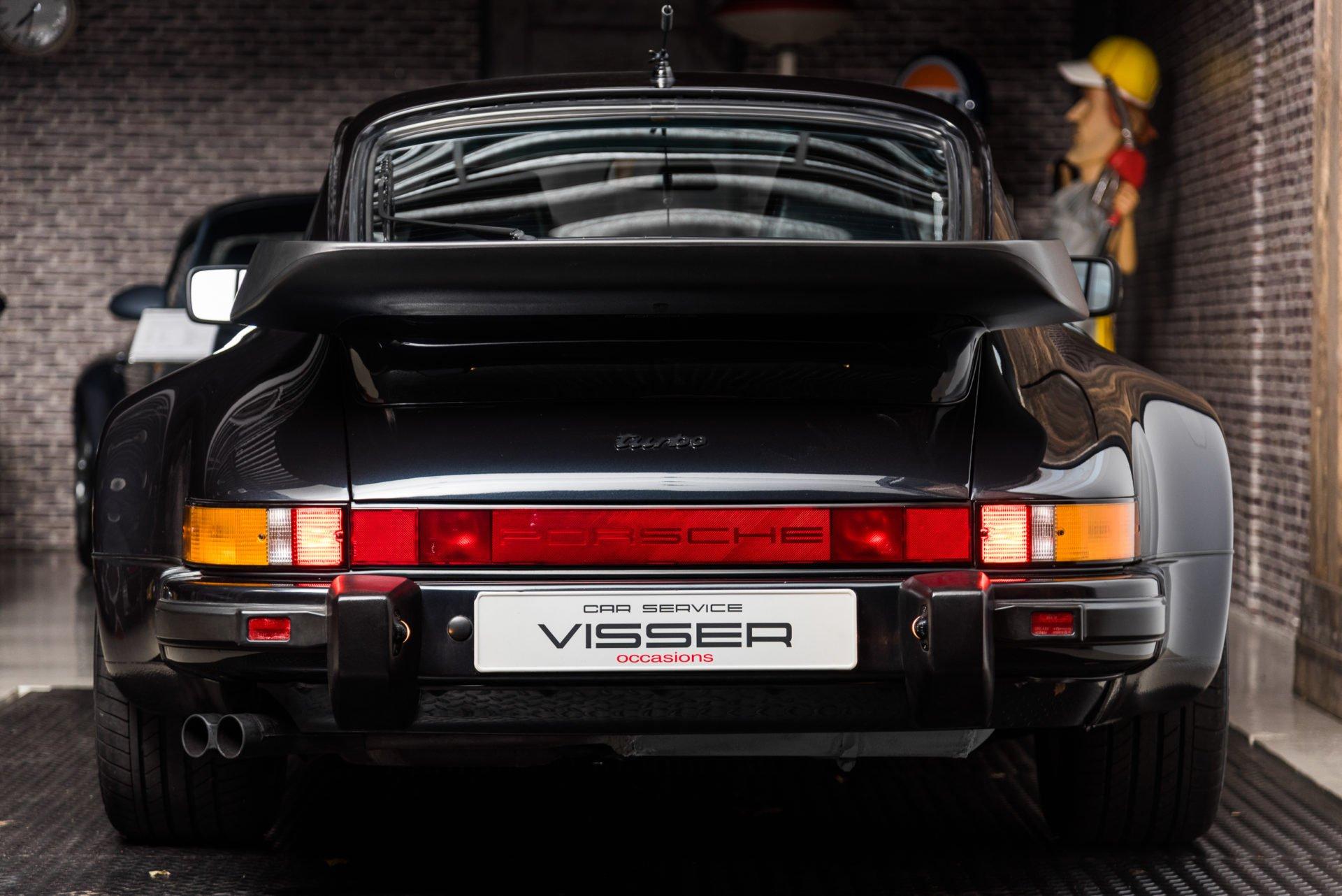 Porsche 930 Turbo - 12