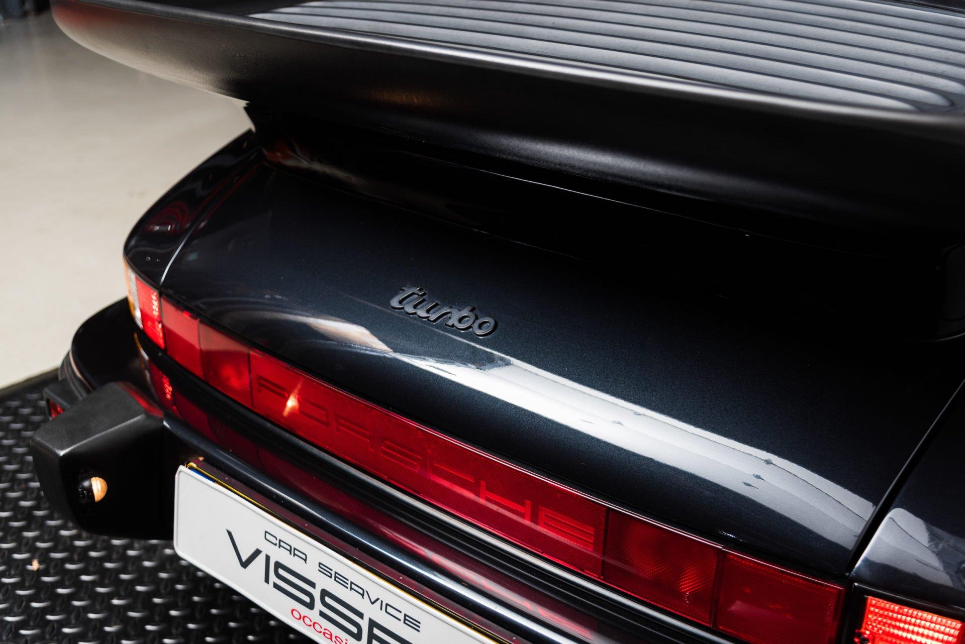 Porsche 930 Turbo - 14
