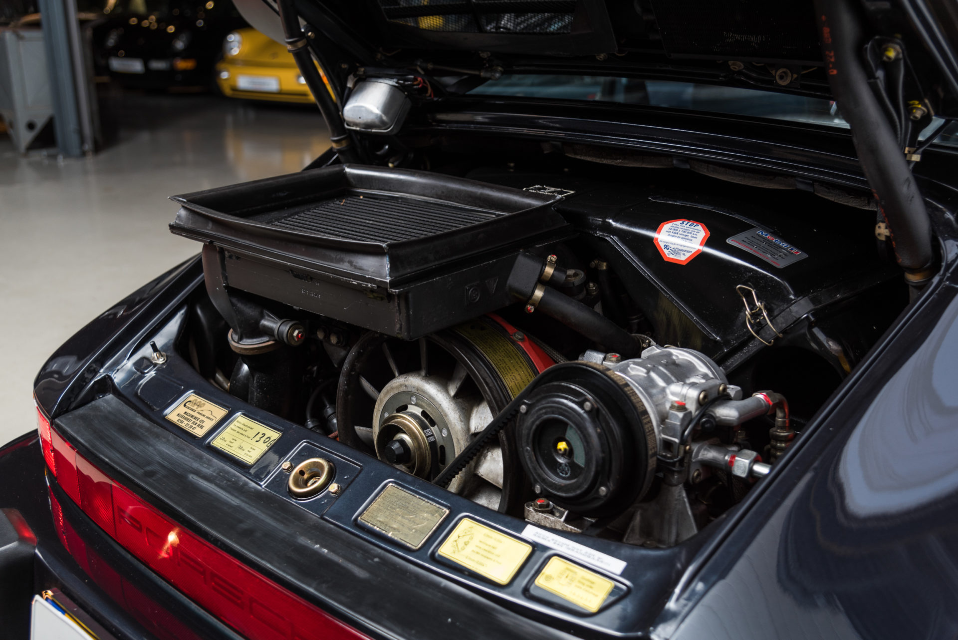 Porsche 930 Turbo - 16
