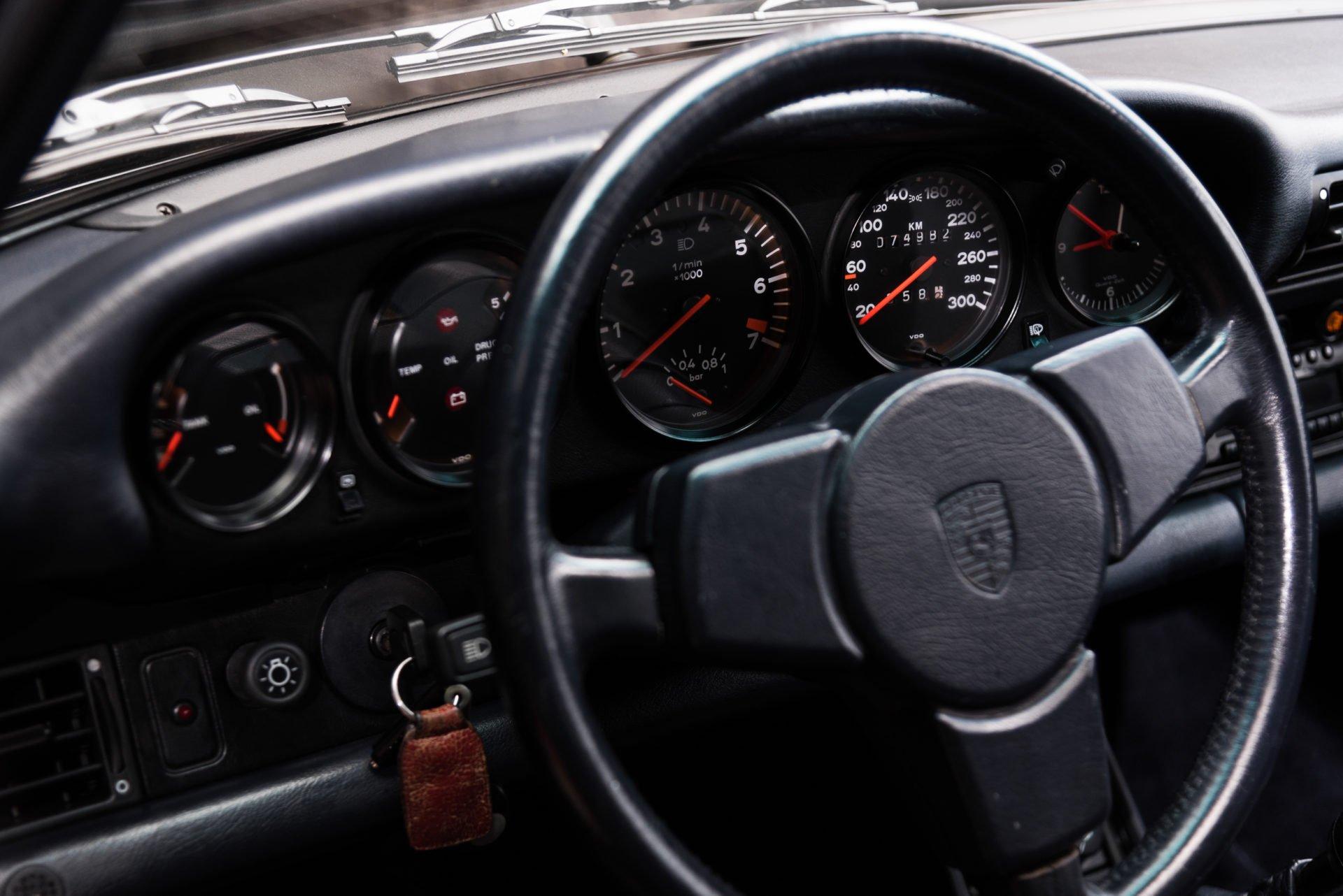 Porsche 930 Turbo - 26