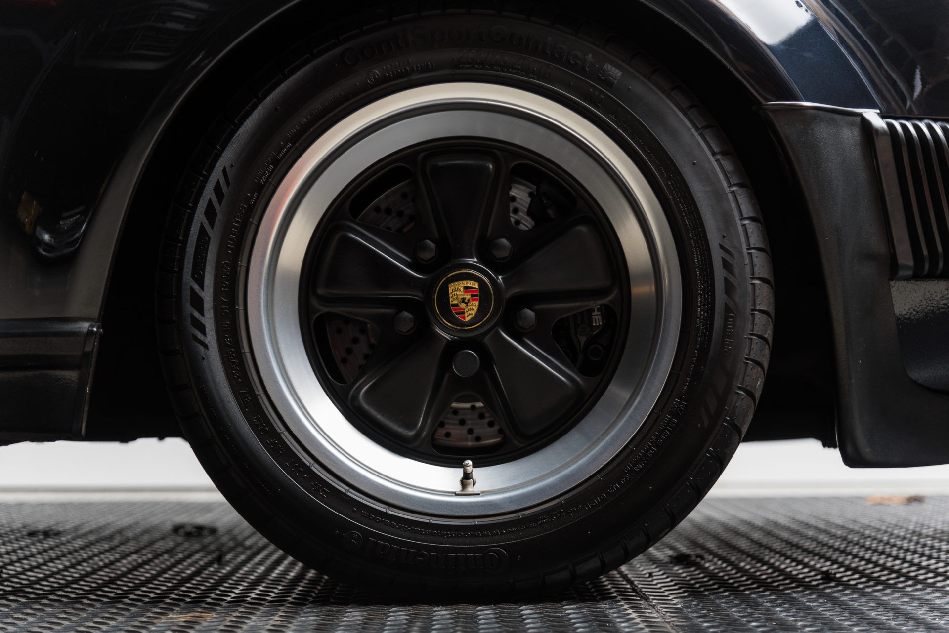 Porsche 930 Turbo - 6