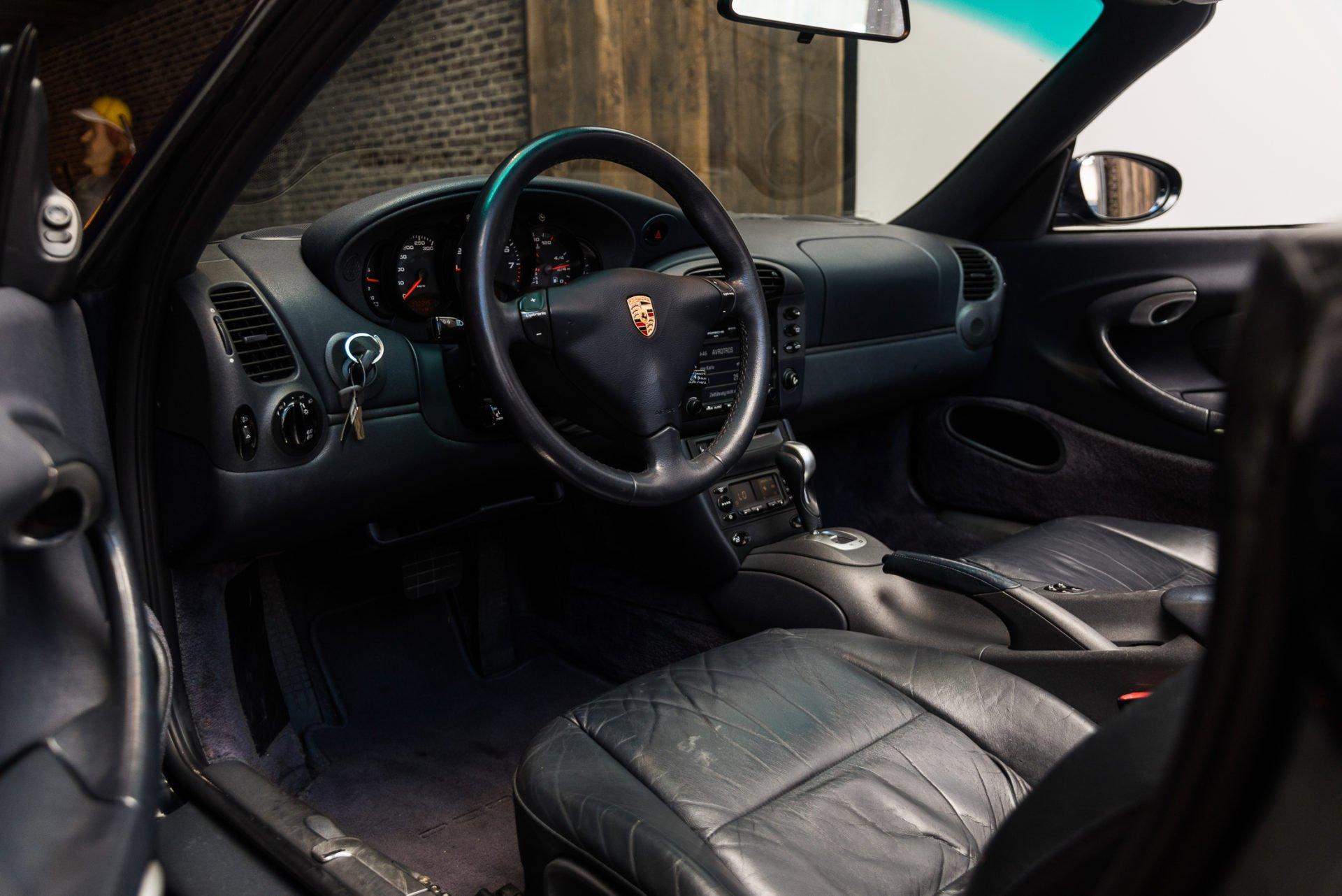Porsche 996 Carrera 4 Cabrio -7