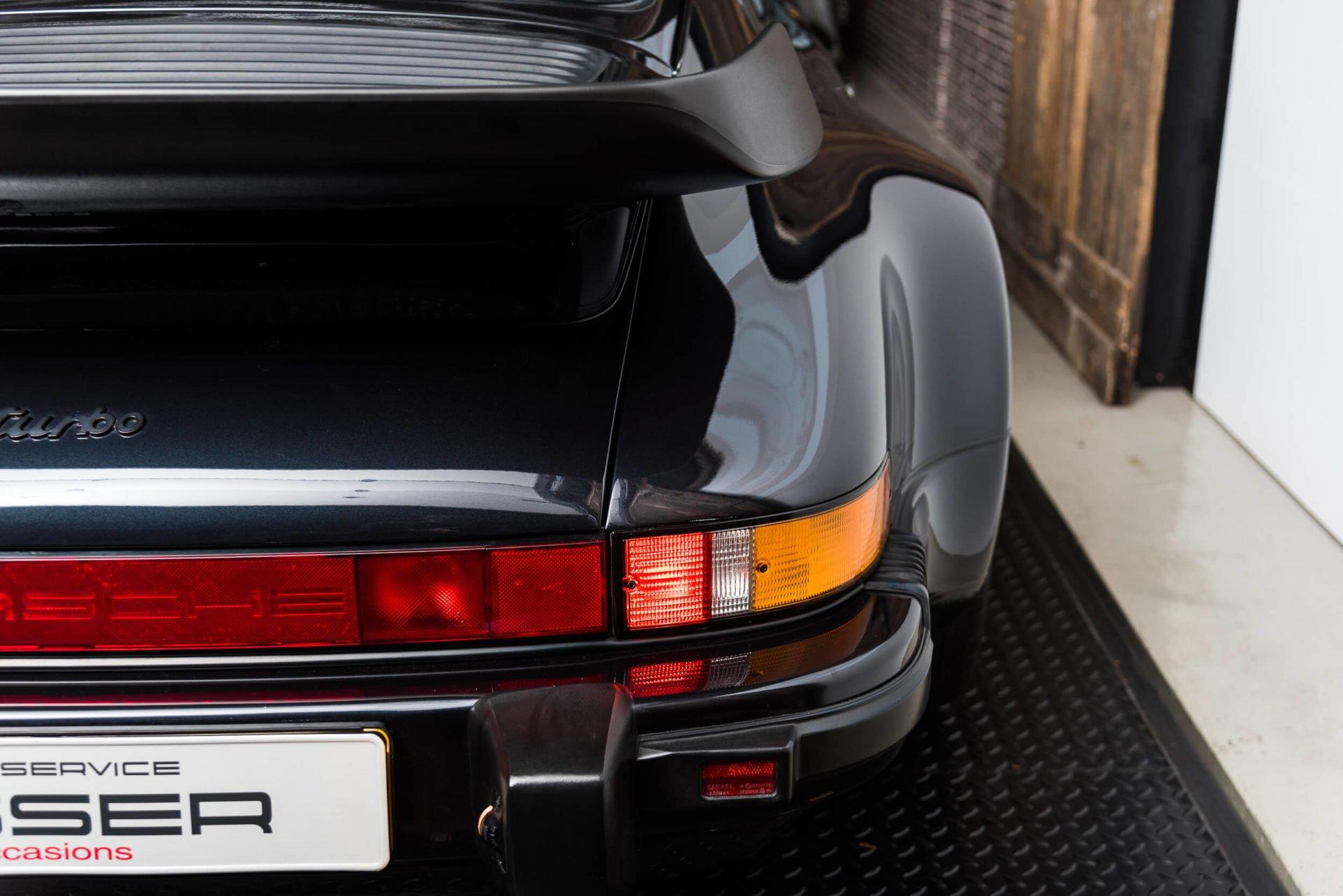 Porsche 930 Turbo - 15