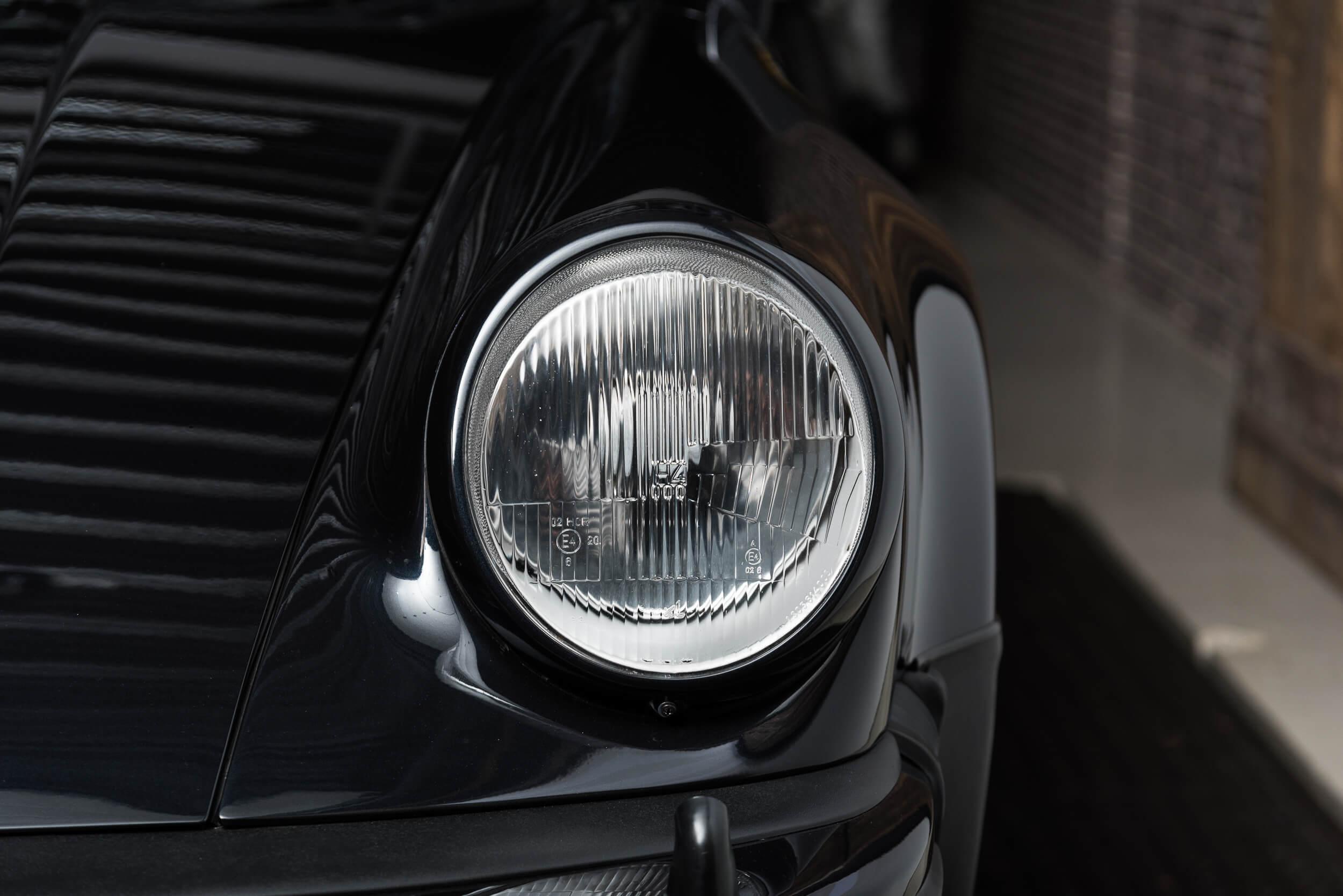 Porsche 930 Turbo - 4
