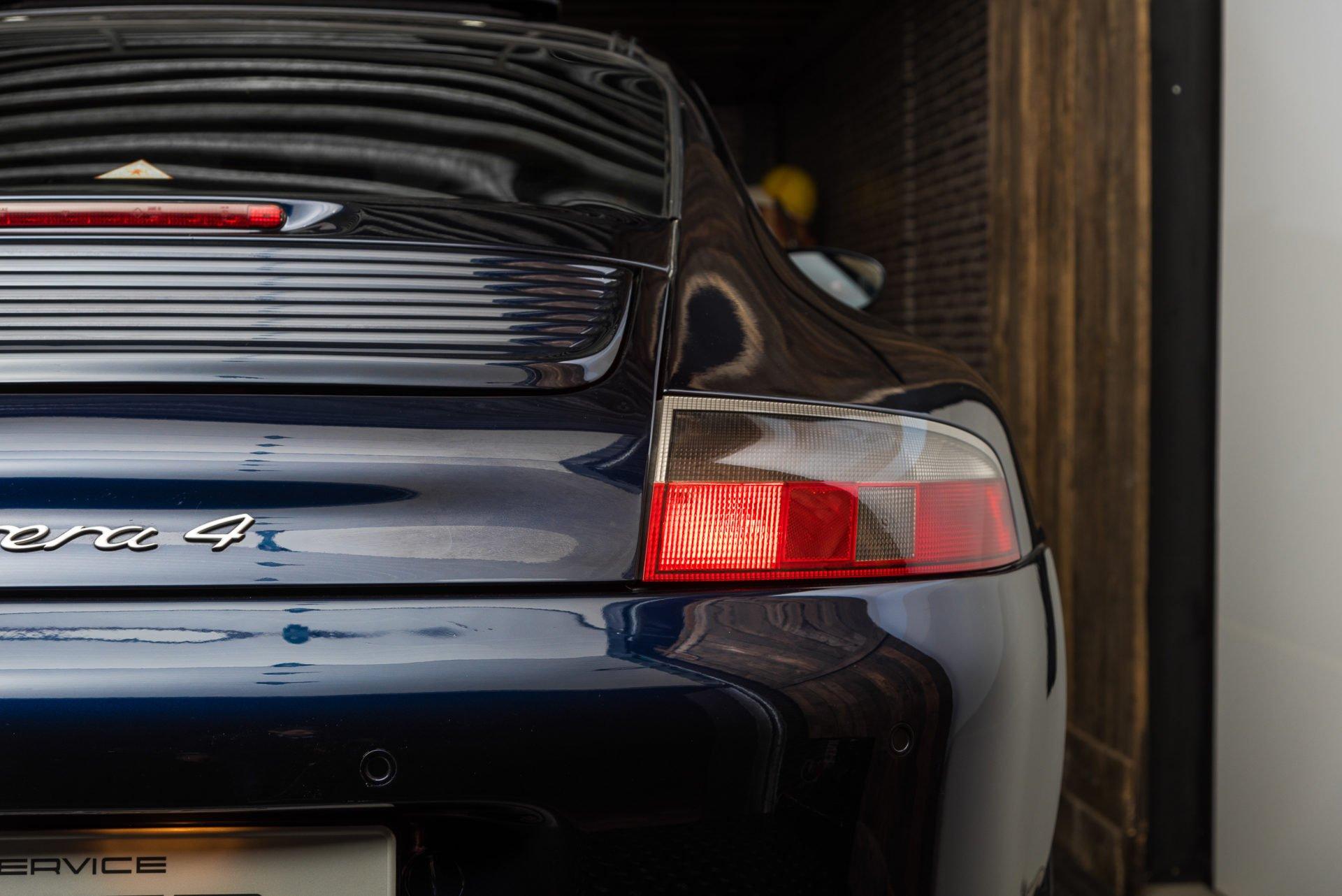 Porsche 996 Carrera 4 - 4
