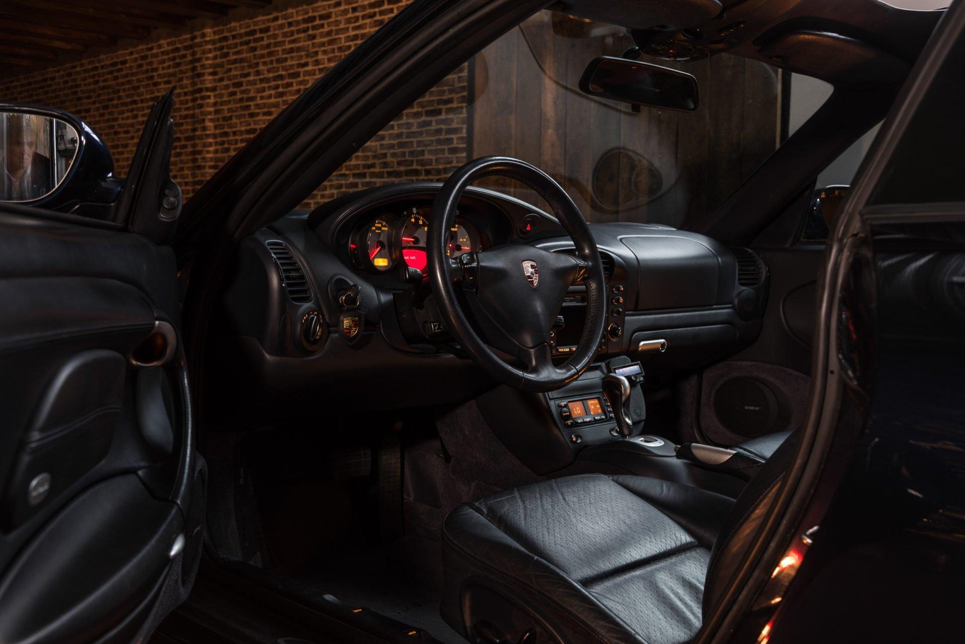 Porsche 996 Carrera 4 - 6