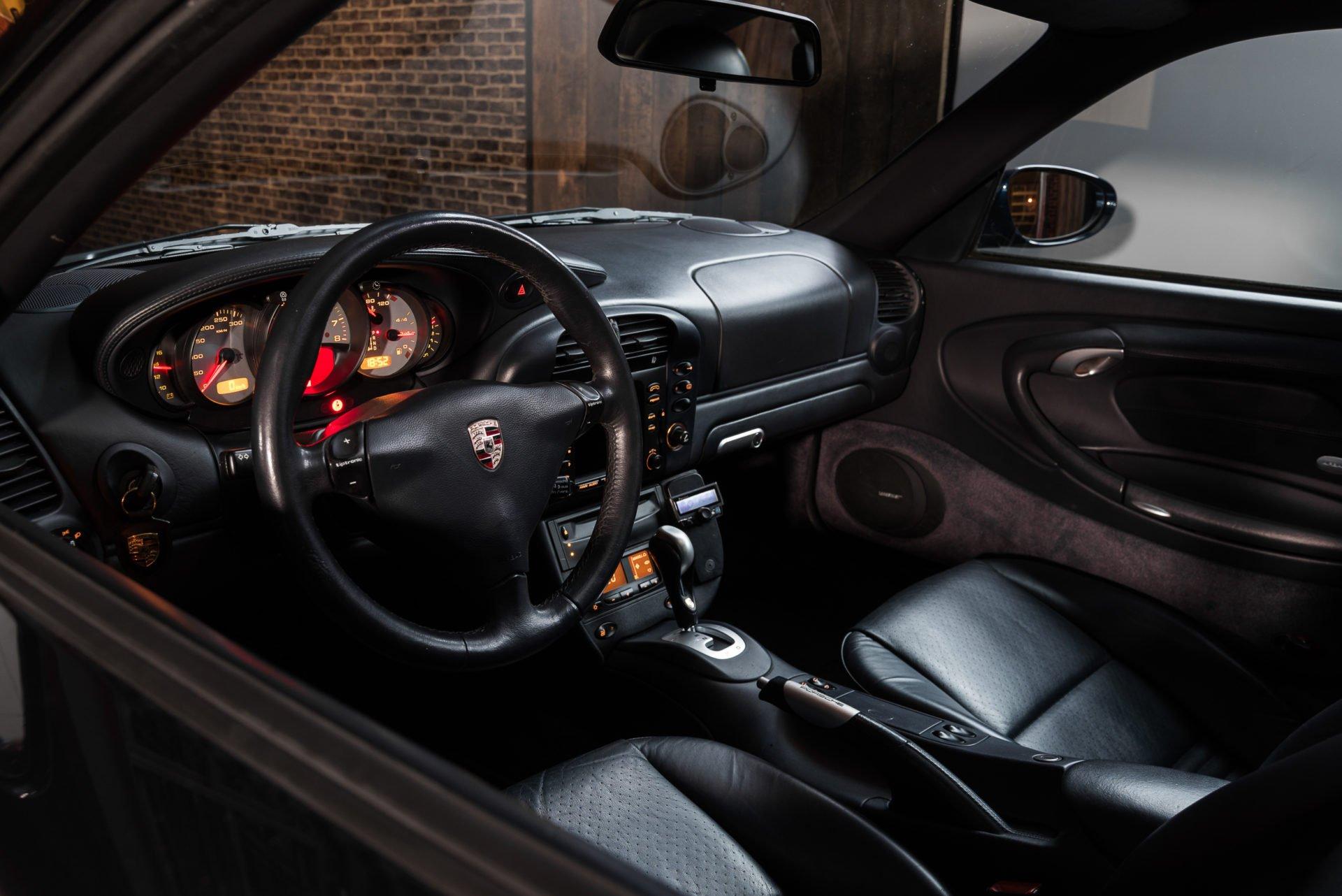 Porsche 996 Carrera 4 - 7