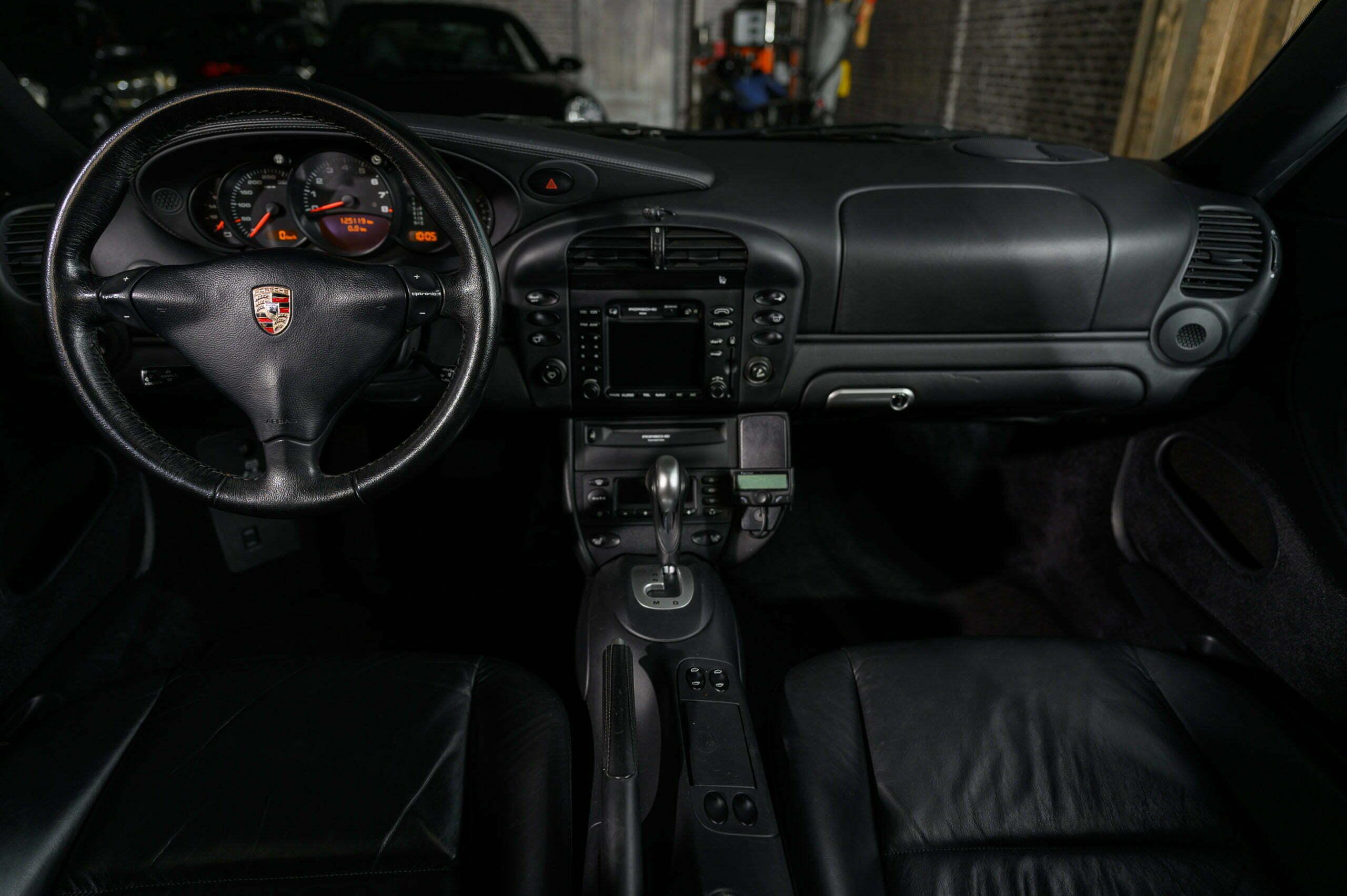 Porsche 996 Carrera 4 automaat Car Service Visser Gespecialiseerd in Porsche
