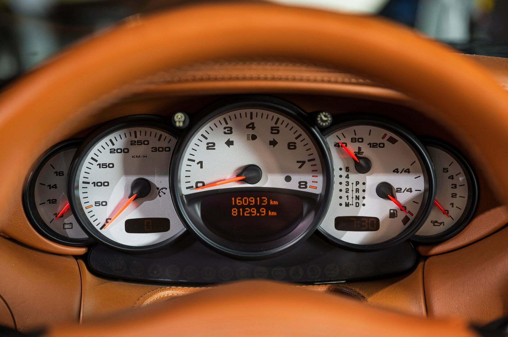 Porsche 996 Carrera 4 Coupe Automaat Basaltschwarz metallic Car Service Visser Gespecialiseerd in Porsche Hilversum